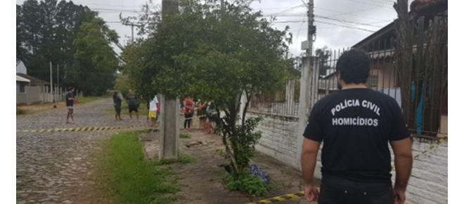 Mulher é achada morta amarrada e com fio no pescoço em calçada de São Leopoldo