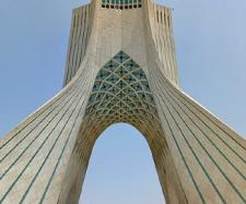 Torre Azadi, em Teerão, que comemora os 2500 anos do Reino Persa.
