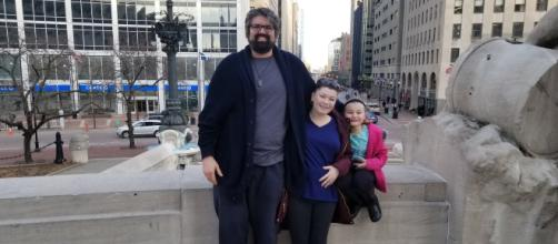 Amber Portwood and Andrew Glennon pose with Leah. [Photo via Twitter]