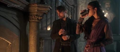 Após oferecer vinho a Virgílio, a Rainha o levará para cama