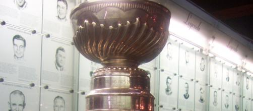 16 team are on a quest to hoist the Stanley Cup [image source: Wikimedia Commons - no author listed