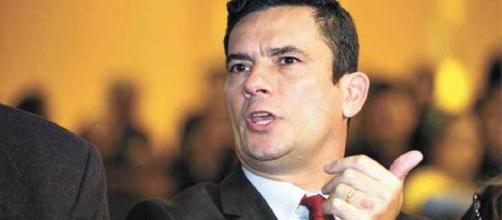 Juiz Sérgio Moro ministra aula na PUC e fala sobre caso Maluf