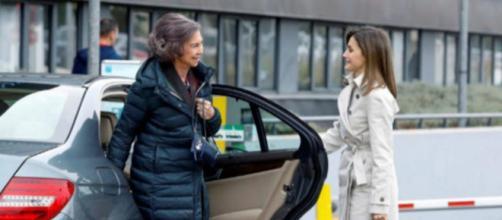 Las reinas Doña Letizia y Doña Sofía visitan a Don Juan Carlos