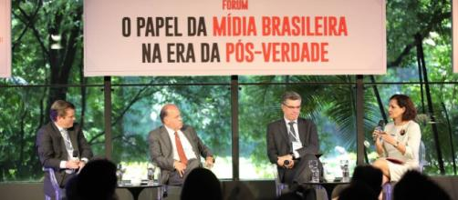 Qual o papel da imprensa na indústria do fake news? - com.br