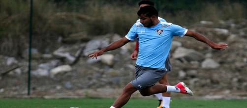 Sornoza pede inteligência ao Fluminense na estreia da Copa Sul-Americana (Foto: Nelson Perez)