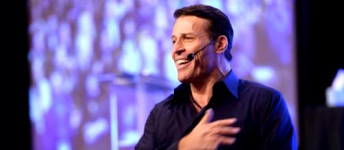 Tony Robbins apologized but it doesn't seem sincere. [image source: CBS This Morning - YouTube]