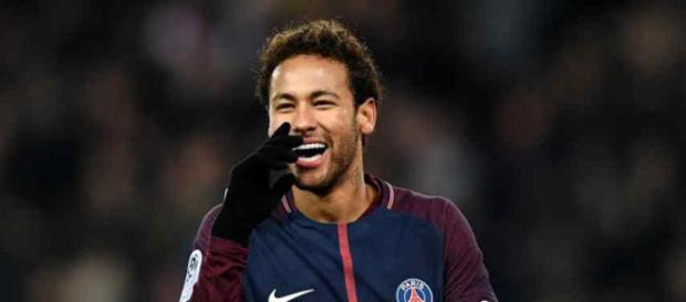 Neymar está se recuperando no Brasil