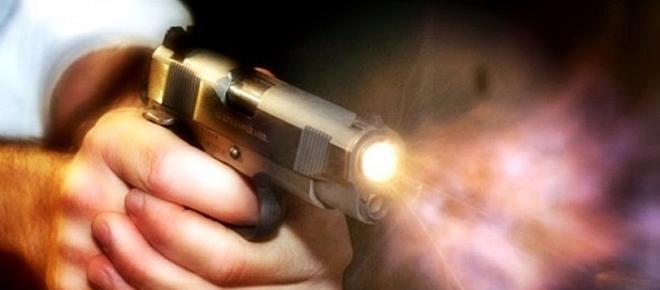 Estudante de 22 anos abatido a tiro à porta de bar