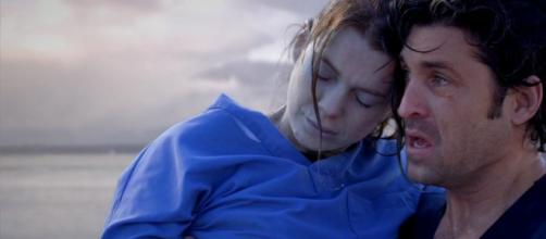Derek rescata a Meredith del mar en el episodio 16 de la tercera temporada (TV Serial)