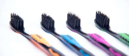 El peligro de usar carbón activado para blanquear los diente- eldiariony.com