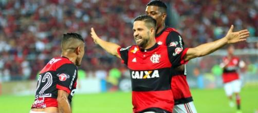 Everton, Diego e Berrío comemoram