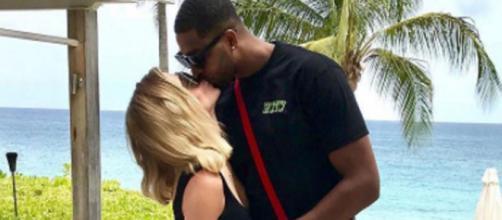 Khloe Kardashian and Tristan Thompson pose at the beach. [Photo via Instagram]