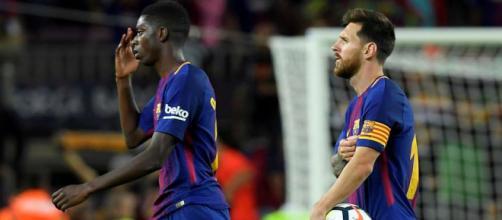 Ousmane Dembélé com Leo Messi no Barcelona