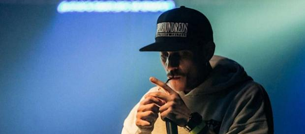 Noyz Narcos parla della marijuana: 'Non fumo cannabis light, sono della vecchia guardia'
