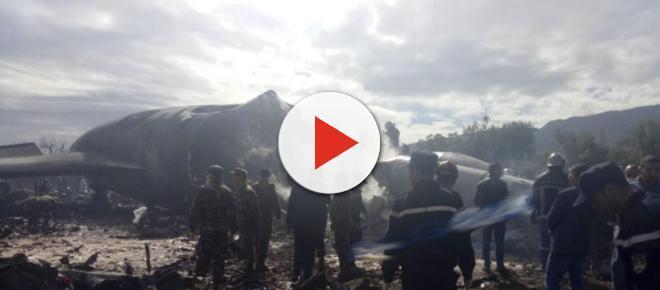 Avião cai e deixa centenas de mortos em um dos acidentes mais graves da história