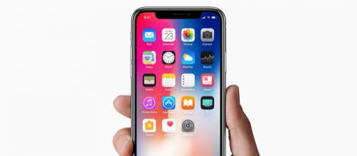 Apple iPhone X continua a ''rubare'' clienti a Samsung