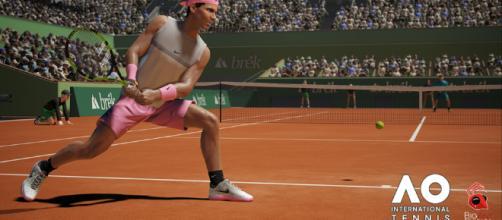 El juego AO International Tennis le da a los jugadores de sillón la oportunidad de jugar contra Rafael Nadal en la arcilla de Roland Garros.