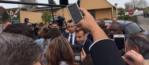 """Interview de Macron à Berd'huis sur TF1: """"Vous êtes venu en train ... - charentelibre.fr"""