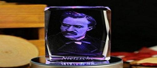 """Nietzsche """"gadget"""" da Amazon.it"""