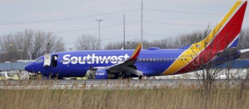 Pasajera muere al explotar el motor del avión donde viajaba - elestimulo.com
