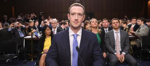 Zuckerberg durante sessão no senado americano (fonte: tecmundo.com.br)