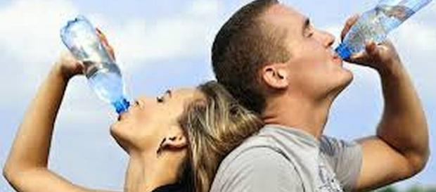 Drinking more water can help you lose weight [Image: priyanka98742/flickr.com]