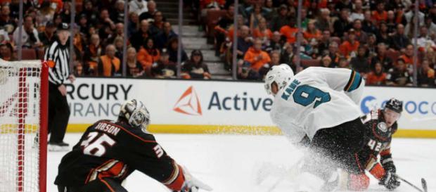 Kane fue la figura en su primer juego de playoff. NHL.com.