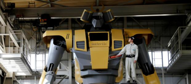 Masaaki Nagumo e seu robô gigante (Foto: Kim Kyung-Hoon/Reuters)