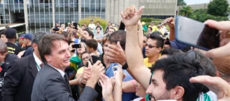 Bolsonaro é o pré-candidato à presidência com mais seguidores nas redes sociais