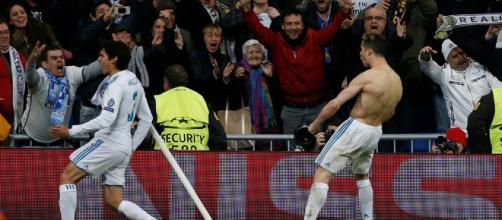 Cristiano Ronaldo celebra su gol con sus aficionados