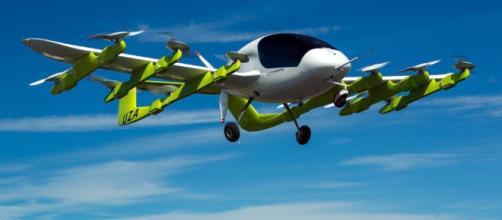 El Lilium Jet flota verticalmente hasta el inicio del vuelo inaugural