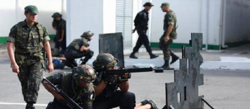 Policiais do Rio estão realizando curso de reciclagem com equipamentos de ponta