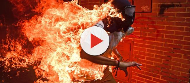 Ronaldo Schemidt gana con su imagen de un venezolano envuelto en llamas