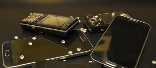 Folding phone are coming. [Photo by RitaE/Pixabay.com]