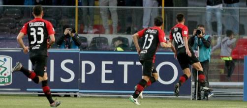 I calciatori del Foggia esultano dopo un gol segnato all'Ascoli