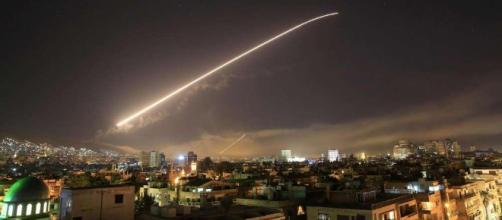 Missili su Damasco durante attacco di questa notte