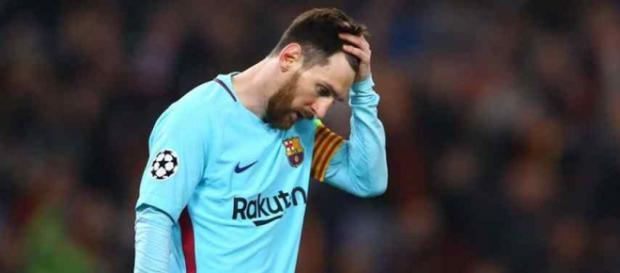 Leo Messi nada pode fazer para evitar as saídas. (foto reprodução).
