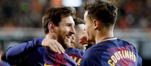 Philippe Coutinho celebrando com Leo Messi