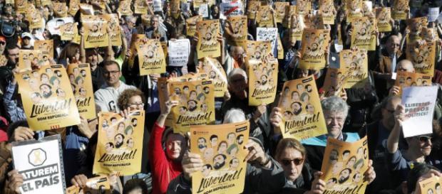 Los manifestantes en Barcelona reclaman la libertad de los políticos y los líderes sociales. Public Domain.