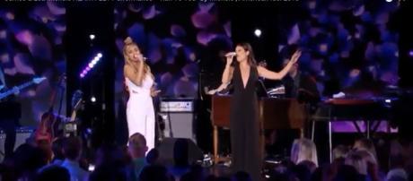 """American Idol"" 2018 top contender Jurnee joins Lea Michele on an emotional ""Run To You."" [Image credit: AmericanIdol/YouTube screencap]"