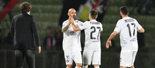 Nella foto della Lega B, Mazzeo e Floriano esultano dopo il 2-2 sotto lo sguardo di Stroppa e Nicastro