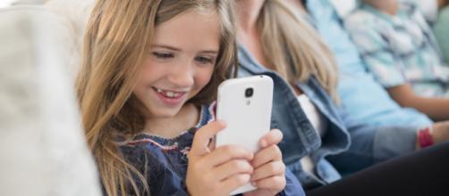WhatsApp: arrivano le nuove regole per gli utenti al di sotto dei 16 anni