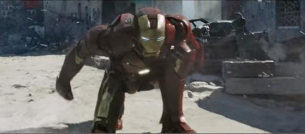 Iron Man about to kick some bad guys' butts. [Image via Epic Scene/YouTube screencap]