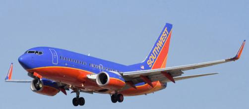 A Southwest Airline's Boeing 737, similar to the one in the incident, in mid-air during a past flight [image via commons wikimedia/Dylan Ashe]