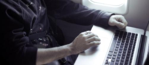 EU podría prohibir laptops en todos los vuelos internacionales. - diariopresente.mx
