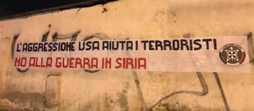 Lo striscione di Casapound contro il recente raid missilistico in Siria