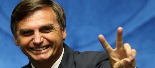 Site diz que Bolsonaro tenta passar falsa imagem ao eleitores brasieliros