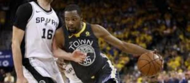 Kevin Durant et les Warriors maîtrisent