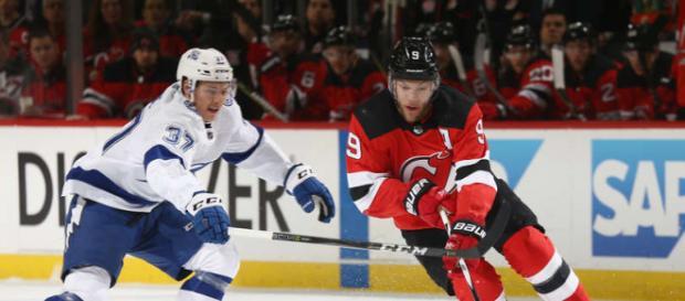 Taylor Hall fue la diferencia en el partido para los Devils. - NHL.com.