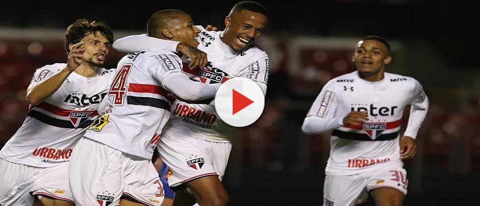 São Paulo vence e Palmeiras só empata em estreia no Brasileirão